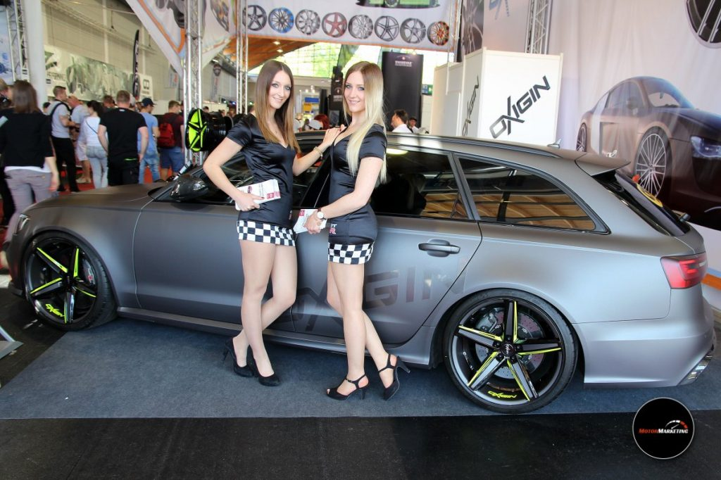 Die Nissan Girls am Stand von OXIGIN Wheels