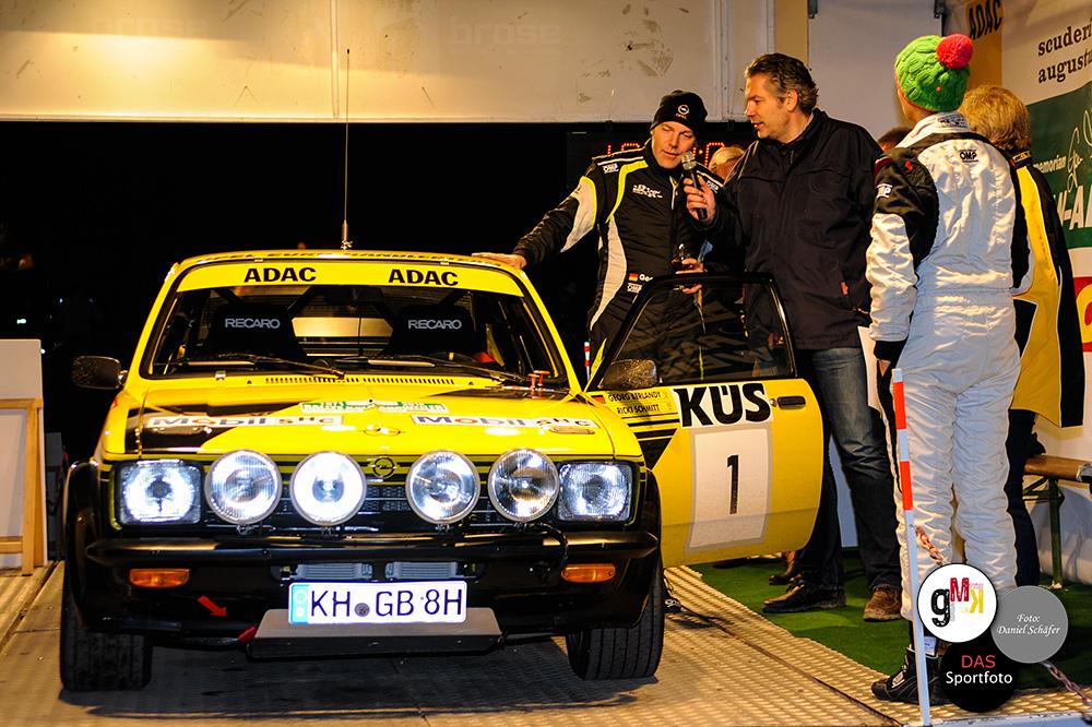 Georg Berlandy und Ulrike Schmitt im Ziel nach 14 Wertungsprüfungen und 146,5 Rallye Kilometern. Foto: Daniel Schäfer