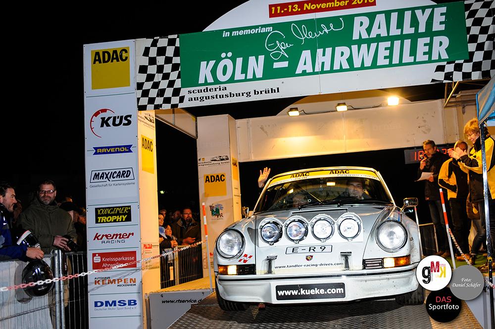Michael Küke und Joachim Carl mit ihrem Porsche 911 RS belegen Rang zwei. Foto: Daniel Schäfer