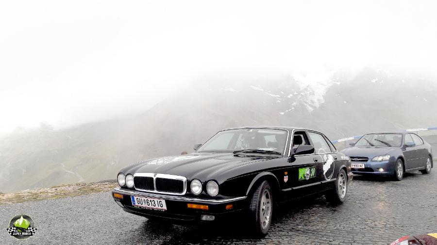 18-alpen-rodeo-youngtimer-oldtimer-adventure-roadtrip-grossglockner-hochalpenstrasse-jaguar-xj300-edelweissspitze